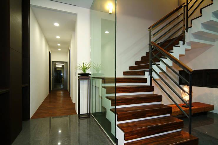 室內設計 東英 CY House:  樓梯 by 黃耀德建築師事務所  Adermark Design Studio