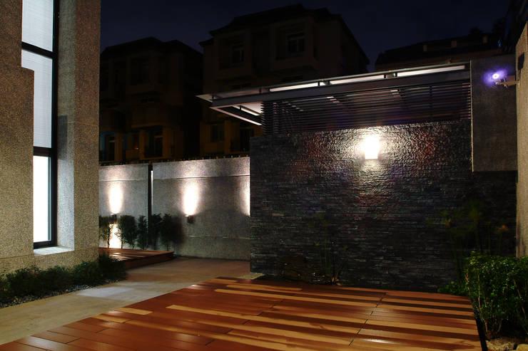 建築設計 東英 CY House:  房子 by 黃耀德建築師事務所  Adermark Design Studio