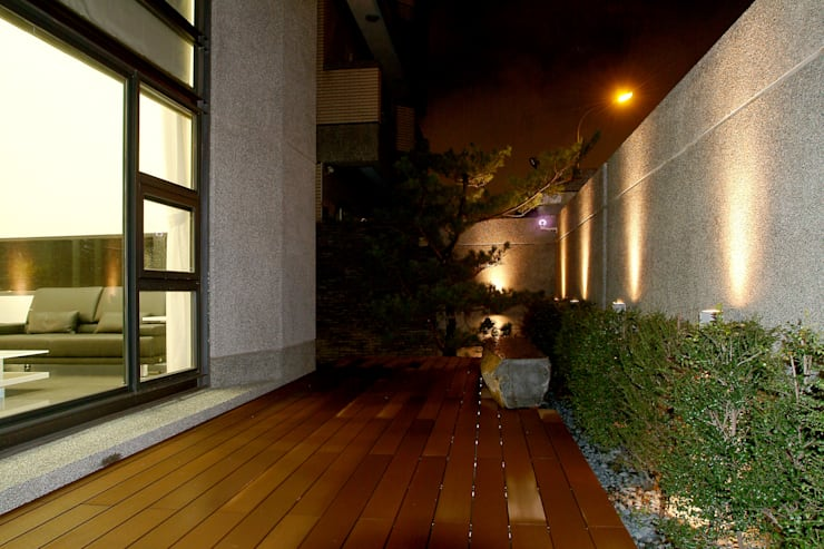 建築設計 東英 CY House:  庭院 by 黃耀德建築師事務所  Adermark Design Studio