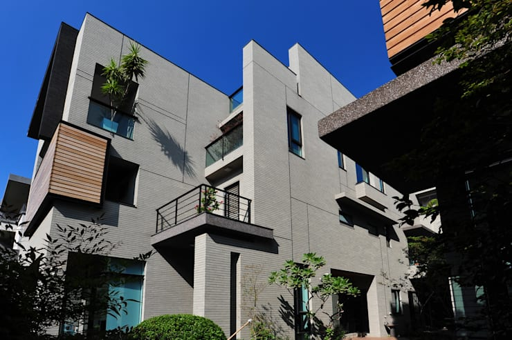Houses by 黃耀德建築師事務所  Adermark Design Studio