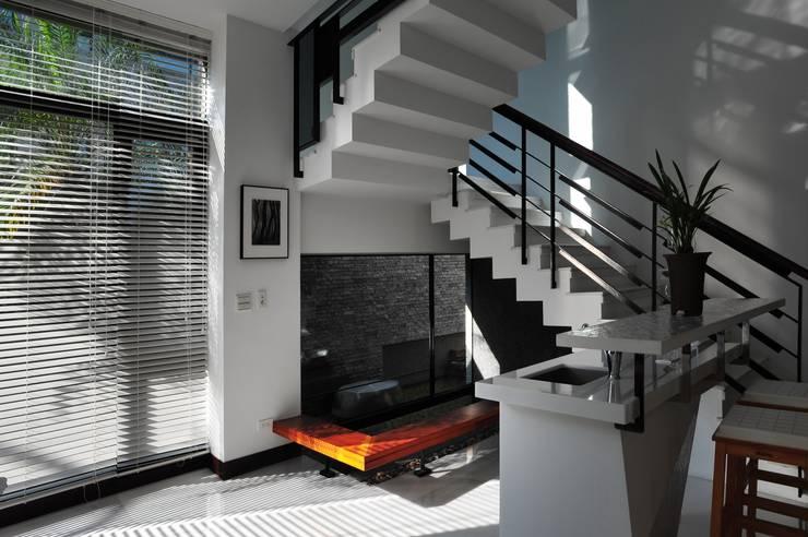 Stairs by 黃耀德建築師事務所  Adermark Design Studio
