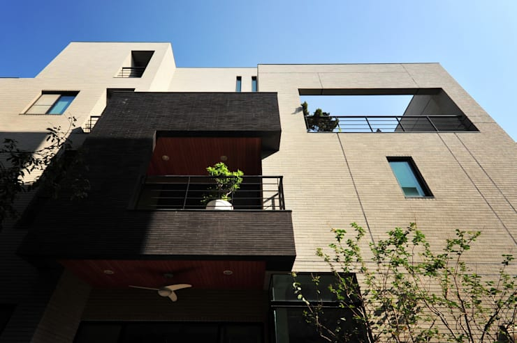 Houses by 黃耀德建築師事務所  Adermark Design Studio,