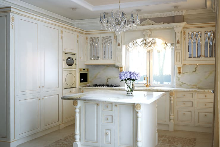 Роскошный интерьер кухни: Кухни в . Автор – студия Design3F, Классический