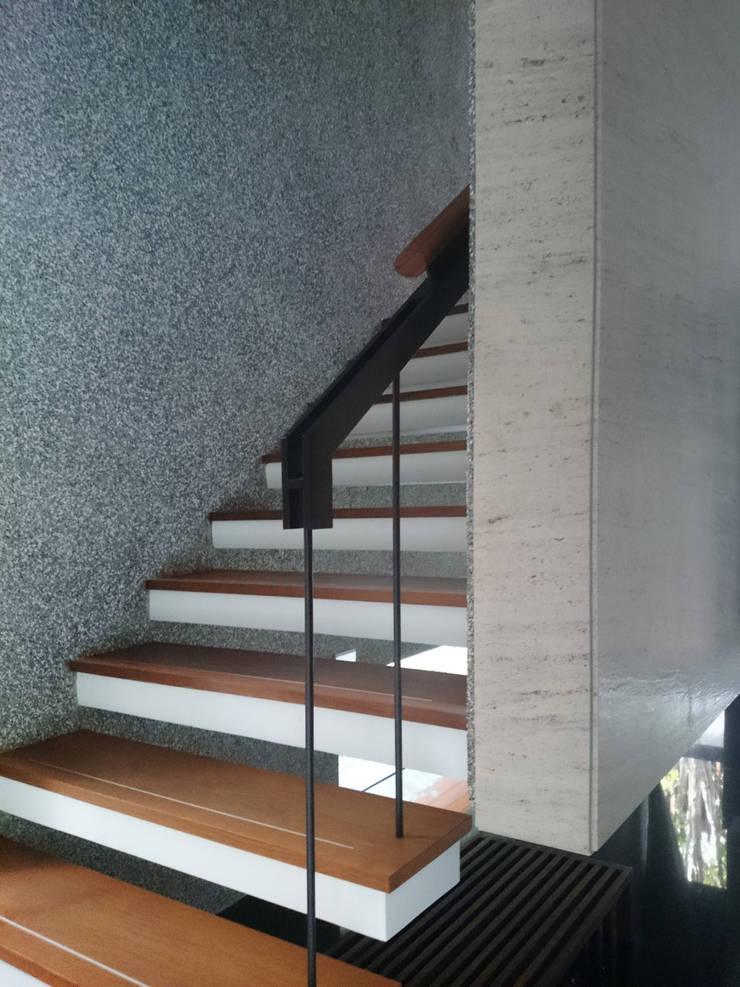 室內設計 五權 CD House:  樓梯 by 黃耀德建築師事務所  Adermark Design Studio