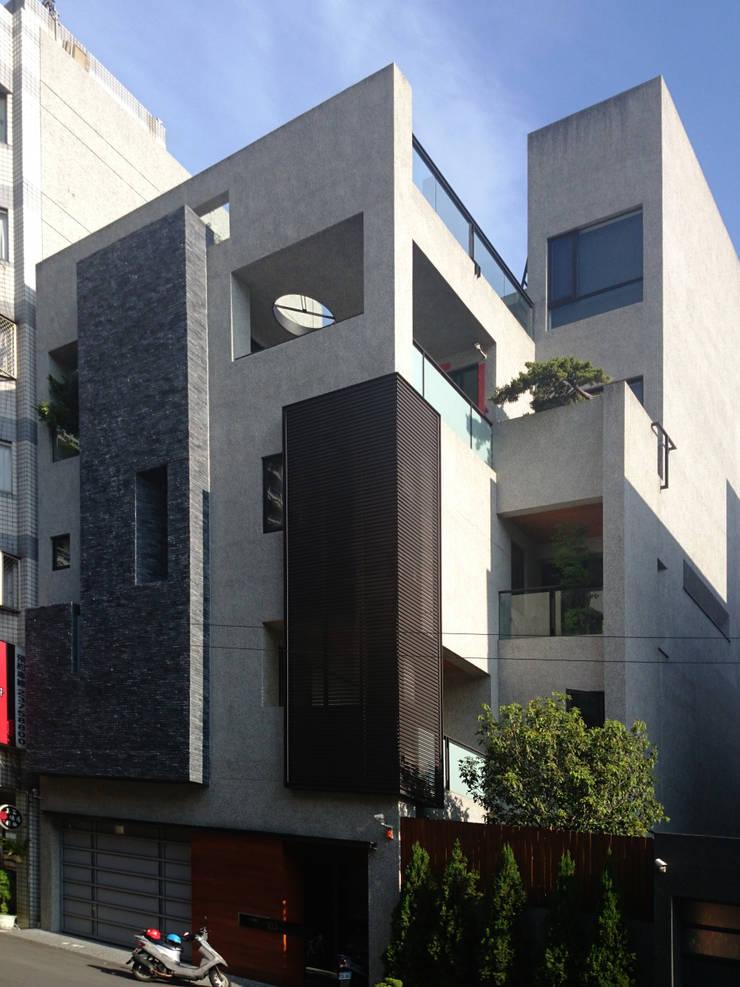 建築設計 五權 CD House:  房子 by 黃耀德建築師事務所  Adermark Design Studio