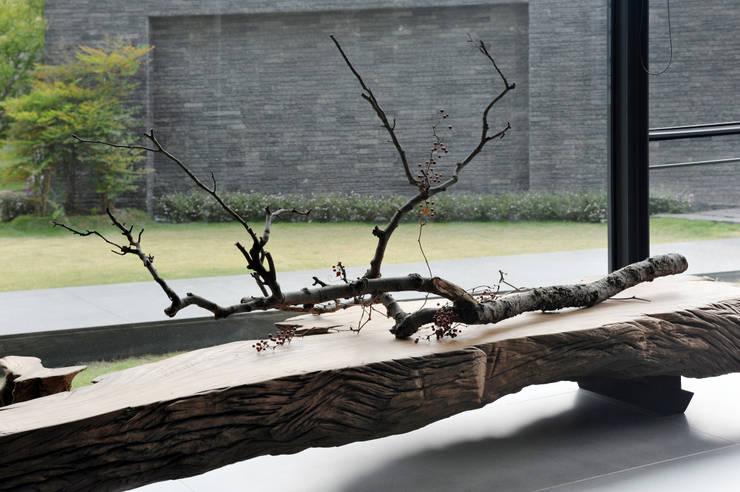 Tường by 黃耀德建築師事務所  Adermark Design Studio