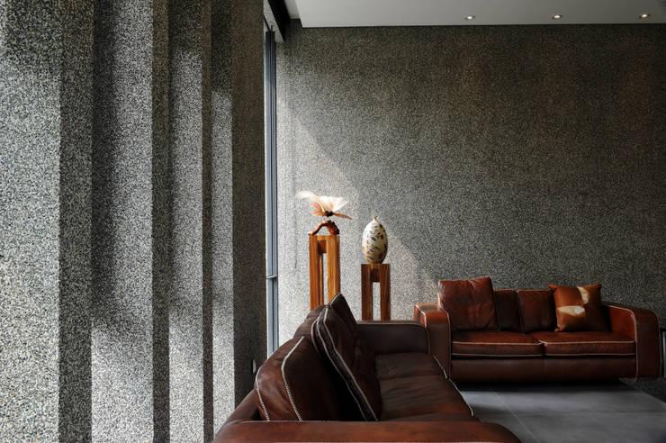 石牆:  牆面 by 黃耀德建築師事務所  Adermark Design Studio