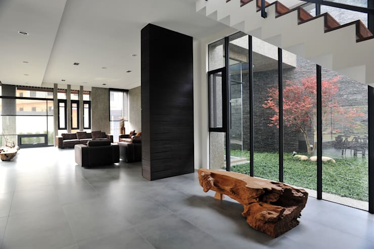 穿廊與光庭:  庭院 by 黃耀德建築師事務所  Adermark Design Studio