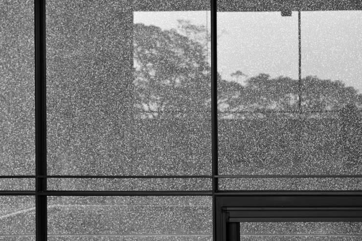 窗影:  窗戶 by 黃耀德建築師事務所  Adermark Design Studio
