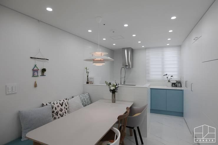 컬러감이 돋보이는 싱그러운 집, 배곧 한라비발디 2차 29py _ 이사 후: 홍예디자인의  주방