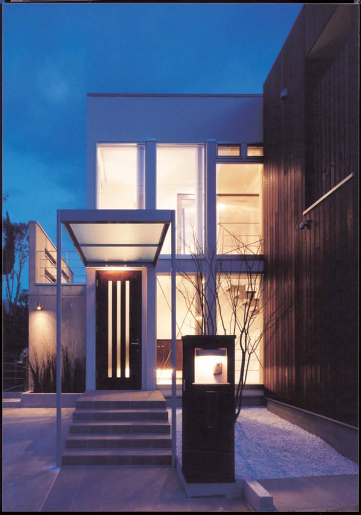 湘南の海を眺望し、本格的なオーディオルームを楽しむ: 豊田空間デザイン室 一級建築士事務所が手掛けた家です。
