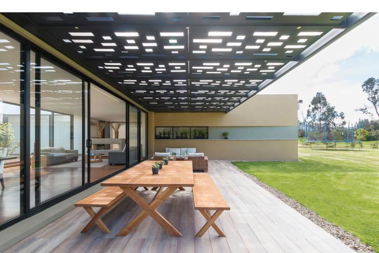 Casa el Molino: Terrazas de estilo  por David Macias Arquitectura & Urbanismo, Minimalista