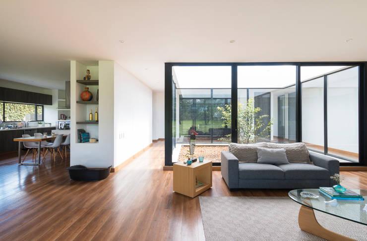 Casa el Molino: Salas de estilo  por David Macias Arquitectura & Urbanismo, Minimalista
