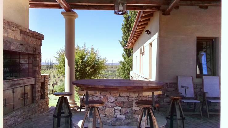 Galería y parrilla: Casas de estilo  por Azcona Vega Arquitectos,
