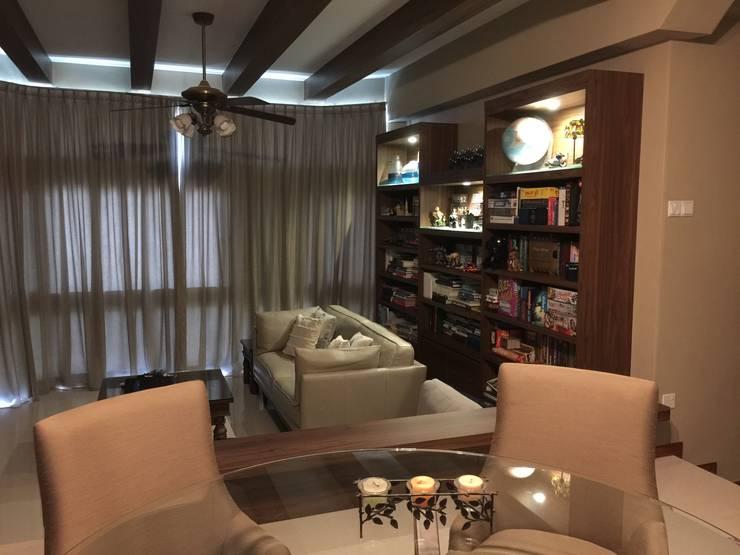 Mediterranean Living:  Living room by FINE ART LIVING PTE LTD,