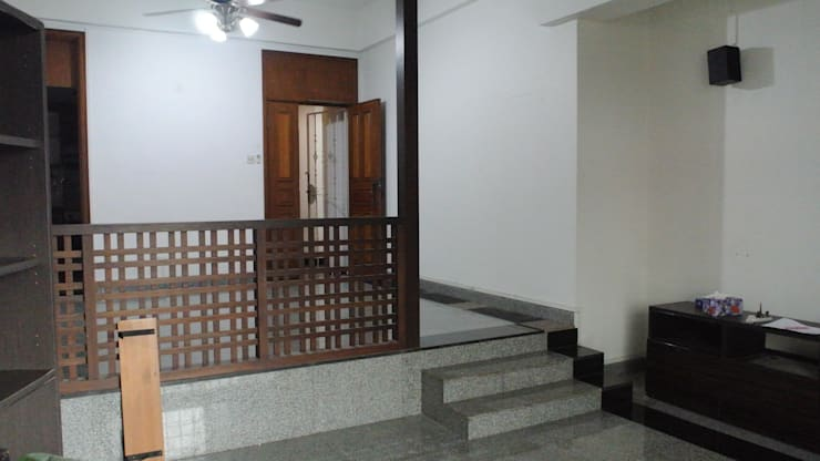 Before renovation of house:  Dining room by FINE ART LIVING PTE LTD,