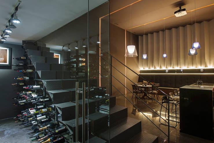 Cava: Cavas de estilo  por Paola Calzada Arquitectos