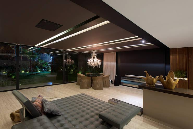 Sala: Salas de estilo  por Paola Calzada Arquitectos