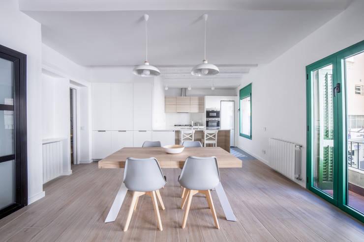 Can Fabregas : Comedores de estilo minimalista de LaBoqueria Taller d'Arquitectura i Disseny Industrial