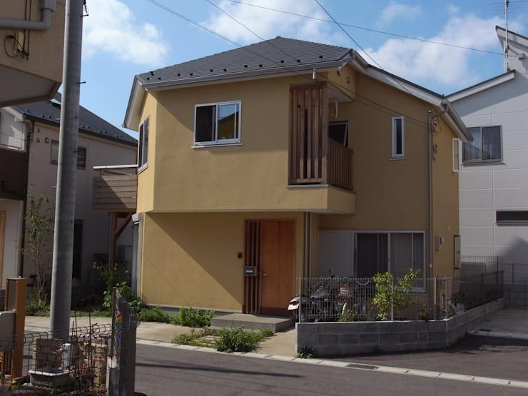 Casas de madera de estilo  de 麻生英之建築設計事務所,