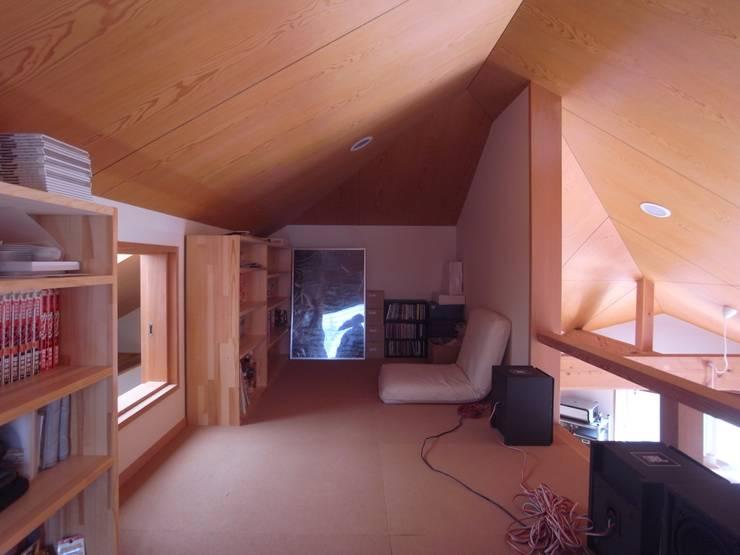 Estudios y despachos de estilo  de 麻生英之建築設計事務所,
