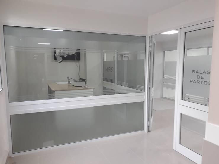 Salas de Maternidad, Hospital Italiano: Oficinas y locales comerciales de estilo  por M.i. arquitectura & construcción