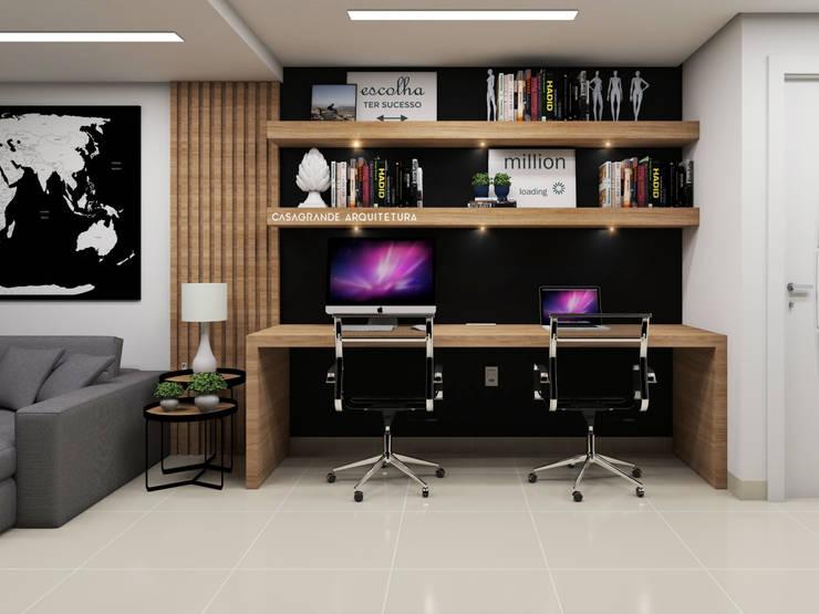 HOME OFFICE - PAREDE PRETA: Escritórios  por CASAGRANDE ARQUITETURA