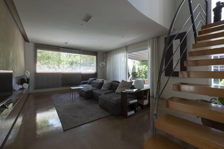 Salas / recibidores de estilo moderno por GIAN MARCO CANNAVICCI ARCHITETTO