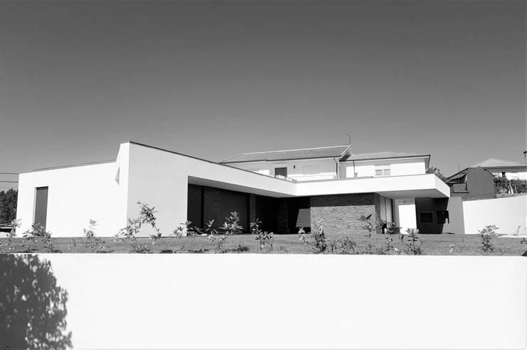 บ้านและที่อยู่อาศัย โดย Jesus Correia Arquitecto, โมเดิร์น