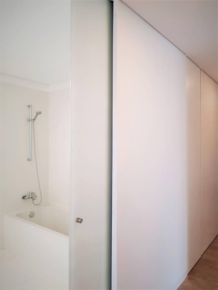 ห้องน้ำ โดย Jesus Correia Arquitecto, โมเดิร์น