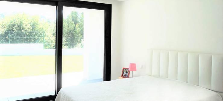 ห้องนอน โดย Jesus Correia Arquitecto, โมเดิร์น