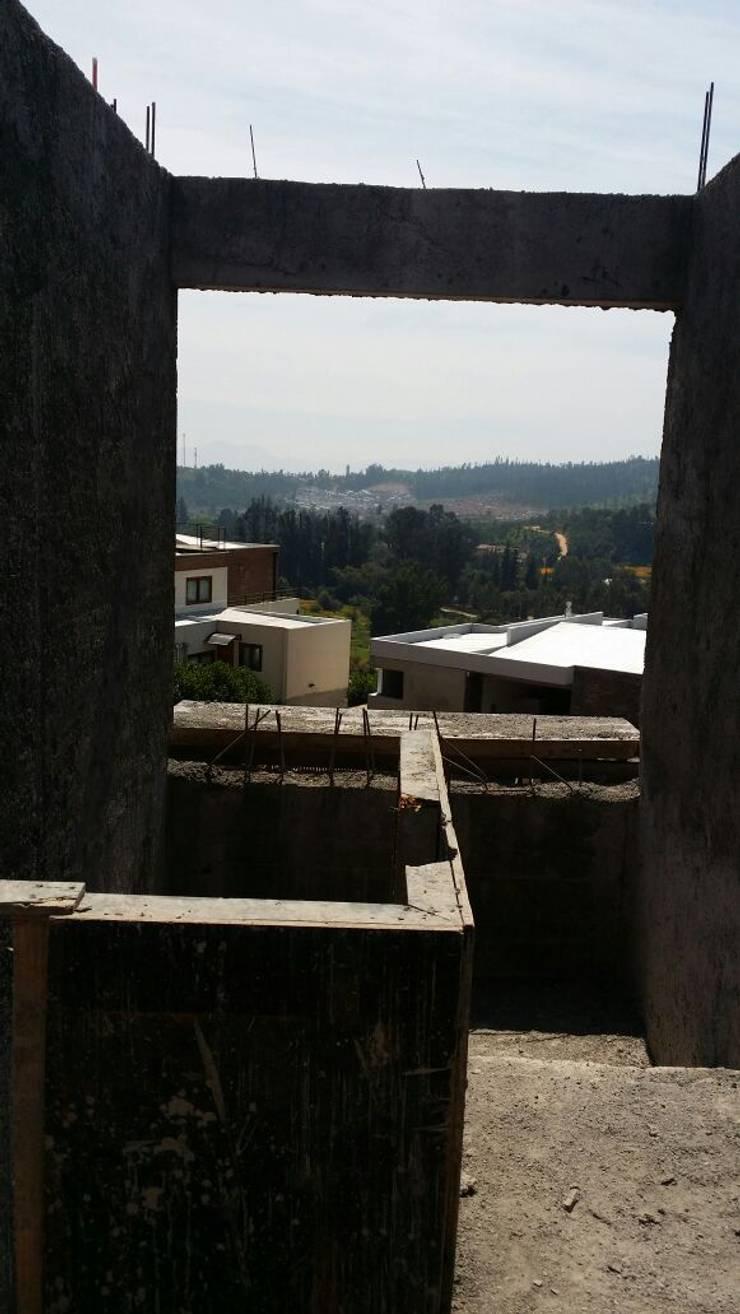 CASA CRUZ SANTELICES: Casas unifamiliares de estilo  por AOG