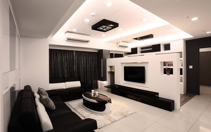 Ruang Keluarga Modern Oleh 力豪設計 Modern