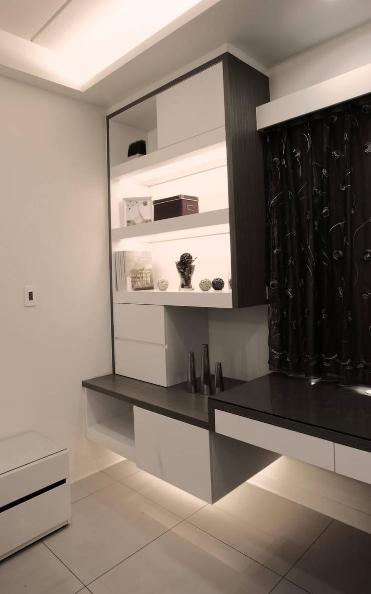 Modern style bedroom by 力豪設計 Modern