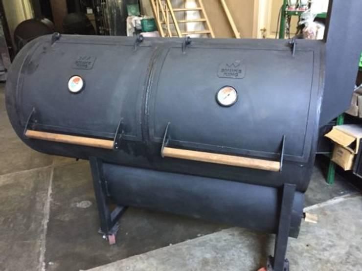 Asador de carne a leña Austin: Jardines de estilo  por Smoke King Ahumadoras