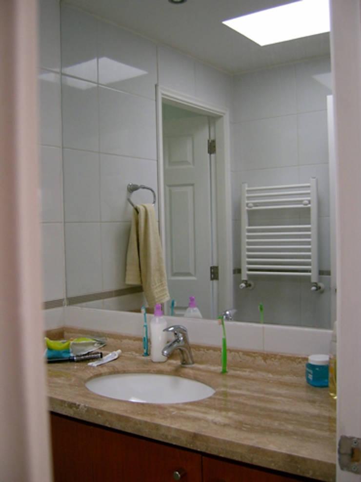 CASA BELMAR: Baños de estilo  por AOG