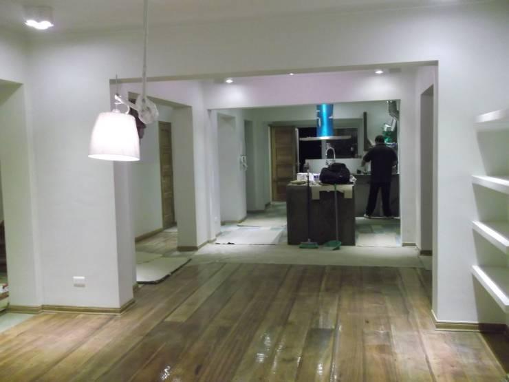 CASA DUHAUT: Comedores de estilo  por AOG