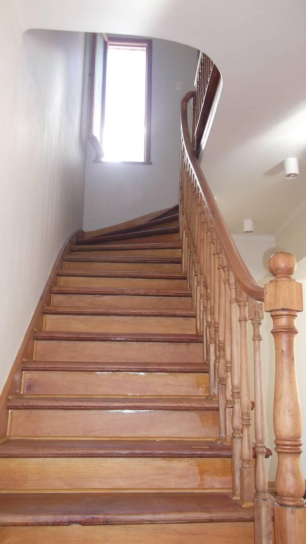 CASA DUHAUT: Escaleras de estilo  por AOG