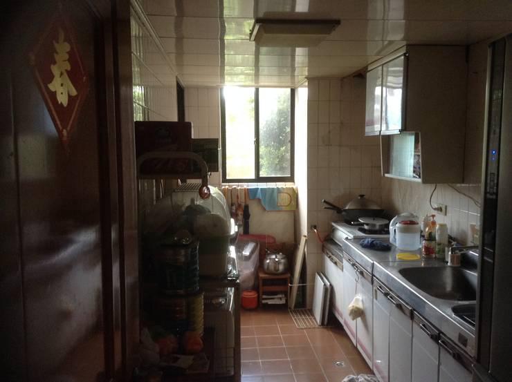 厨房原貌:  廚房 by 果仁室內裝修設計有限公司