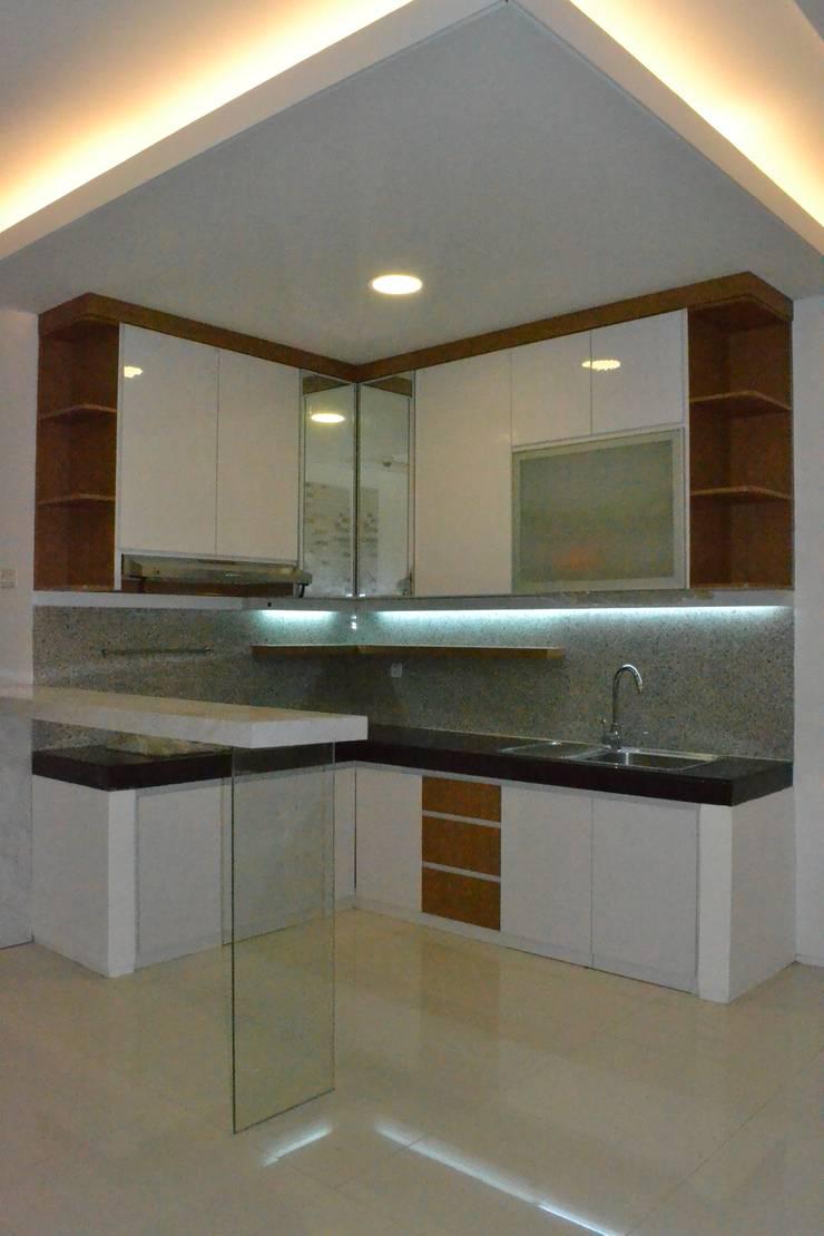 Kitchen by Dekapolis Design