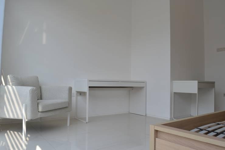 Study/office by Dekapolis Design
