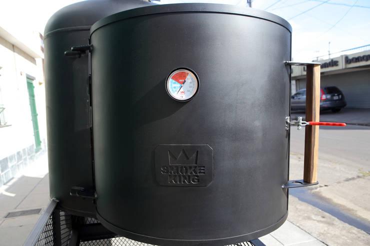 Ahumadora de carne Jaguar:  de estilo  por Smoke King Ahumadoras,Rústico Hierro/Acero