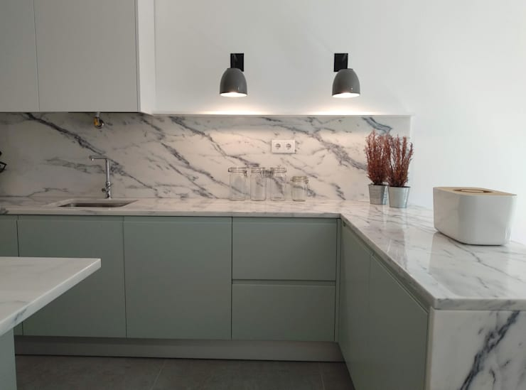 Apartamento Avenidas Novas: Cozinhas minimalistas por CF Arquitectura e Design
