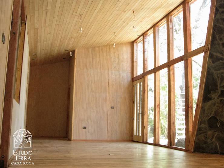 Casa Roca: Livings de estilo  por Estudio Terra Arquitectura & Patrimonio