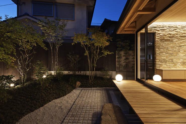 Jardins de pedras  por 空間工房 用舎行蔵 一級建築士事務所