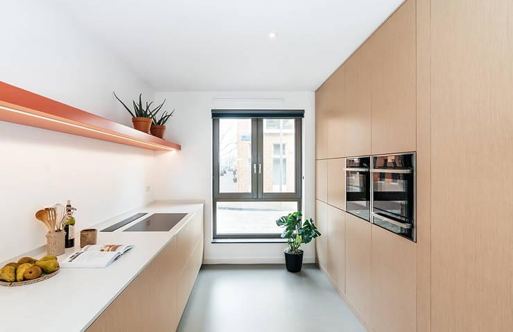 INTERIEUR ONTWERP   ROTTERDAM:  Inbouwkeukens door Studio Kustlijn Architecten , Scandinavisch Multiplex