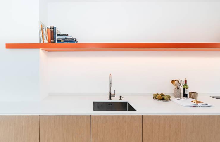 INTERIEUR ONTWERP   ROTTERDAM:  Keuken door Studio Kustlijn Architecten , Scandinavisch Multiplex