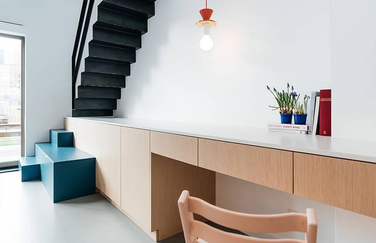 INTERIEUR ONTWERP   ROTTERDAM:  Woonkamer door Studio Kustlijn Architecten , Scandinavisch