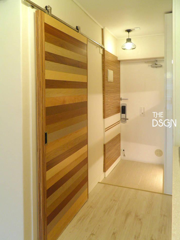 Corridor and hallway by 더디자인 the dsgn, Modern