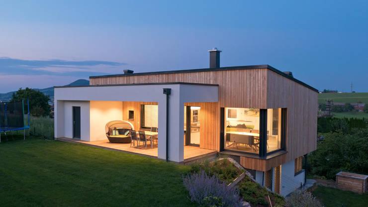 EINFAMILIENHAUS OBERTRUM:  Häuser von ADLHART Architekten,Modern
